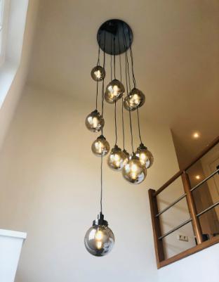 Moderne vide lamp met zwart rookglazen bollen